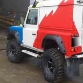 Aletines Anchos Land Rover Defender 12cm  Juego de aletines anchos (12cm) para Land Rover Defender 3 puertas, fabricados en polietileno (HDPE).  #defender #4x4 #todoterreno