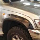 Aletines Anchos Toyota Hilux VI 107  Juego de aletines (10cm) para Toyota Hilux VI 107 N140, N150, N160, N170 - (1997-2005). Fabricados en plástico ABS.  Juego copuesto por 4ud.  Se venden también por separado.