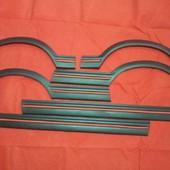 Aletines Peugeot 205 GTI  Juego de aletines y molduras para Peugeot 205 GTI, fabricados en fibra negra con acabado de alta calidad.  Réplica exacta de los originales.  Juego compuesto por 6ud.  Se venden también piezas por separado.  #fiberglass #fibravidro #fen #fenderfla #peugeot205gti